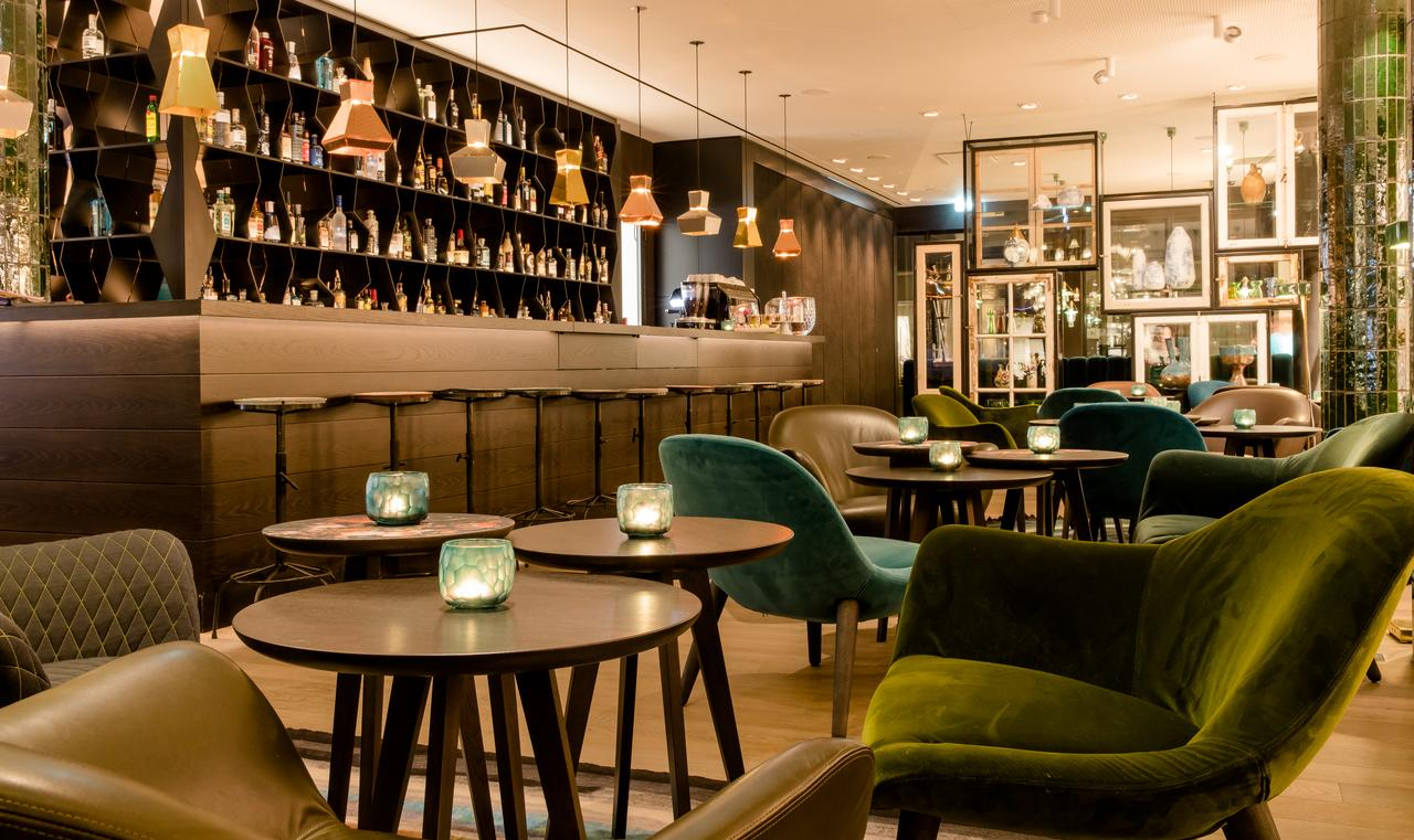 Motel One Amsterdam-Waterlooplein for EURETINA 2020